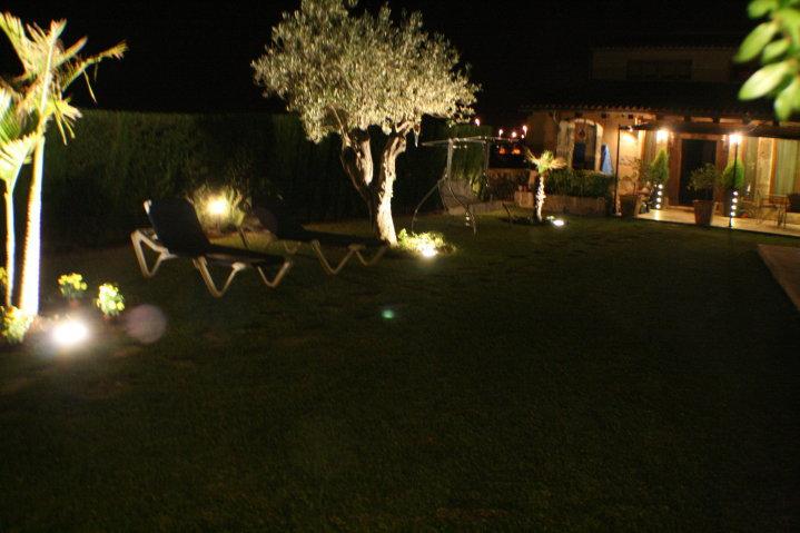 https://soltecsystem.com/wp-content/uploads/2014/02/iluminacion-jardin3.jpg