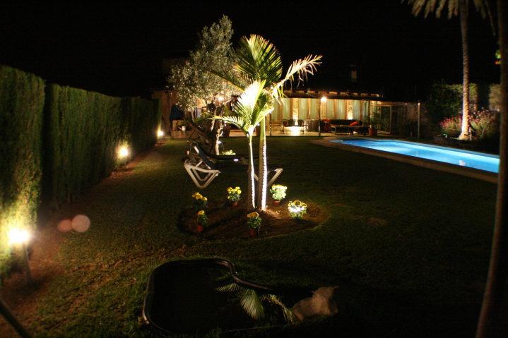 https://soltecsystem.com/wp-content/uploads/2014/02/iluminacion-jardin4.jpg